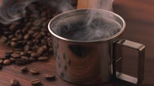 café caliente con humo
